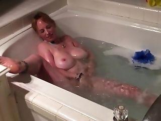 Boltonwife Masturbates In The Bath