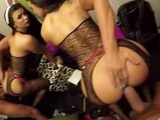 Quickie Fucking In The Risky Public Place With Latina Susy Gala