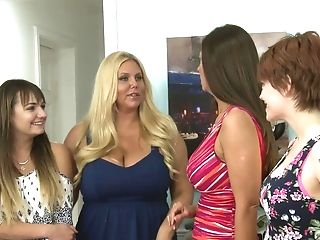Matures Dolls Bree Daniels And Mindi Mink Love To Have Sapphic Hook-up
